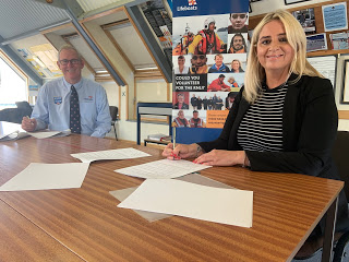 Memorandum of Understanding signed between RNLI and HM Coastguard