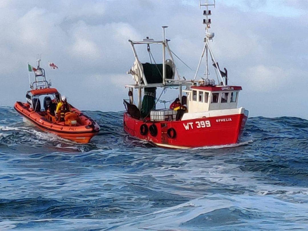 clifden rnli sinking trawler