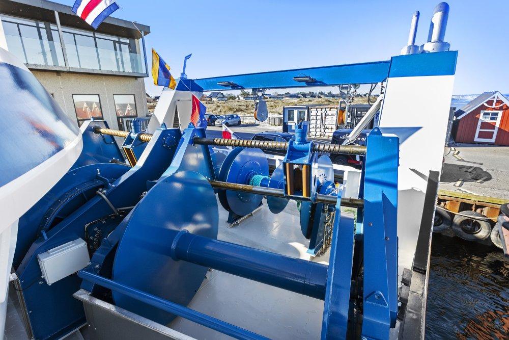 wheelhouse french boat new caledonia engine room