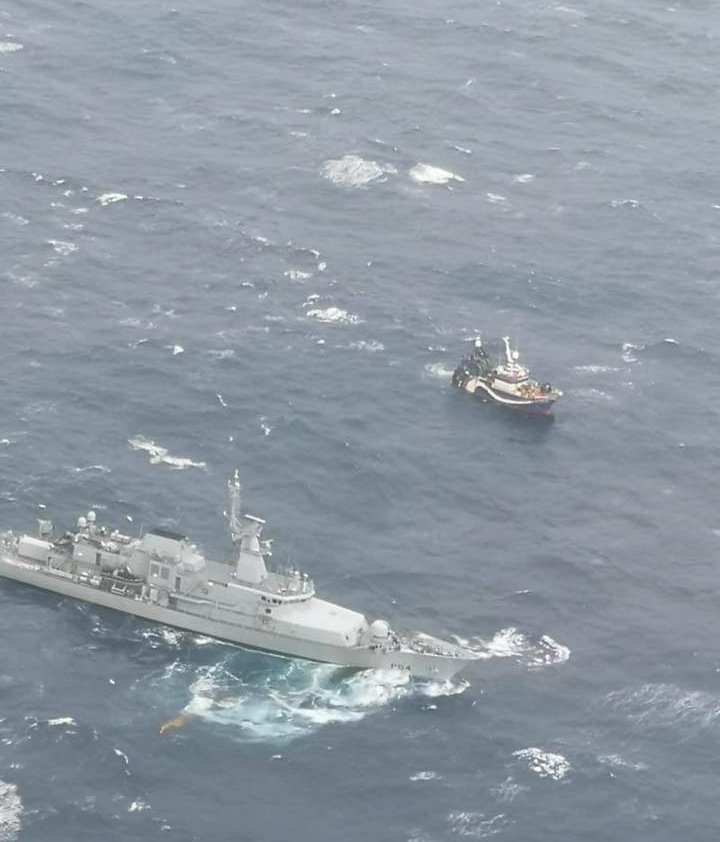 LÉ George Bernard Shaw is attempting to take stricken trawler under tow Photo: Rescue 115