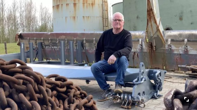 A Dutch fisherman, Jaap van der Vis from Texel is trying a new alternative to traditional beam trawling which is the folding shoe or slapslof. Photo: NH Nieuws