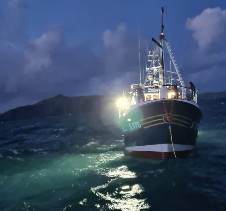 Castletownbere RNLI lifeboat launched to assist stricken fishing vessel