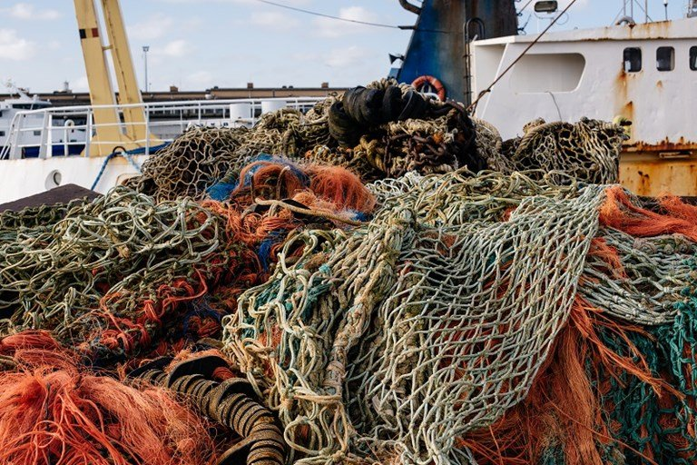 The European Commission provides guidance on the EU rules on single-use plastics and on the monitoring and reporting of fishing gear