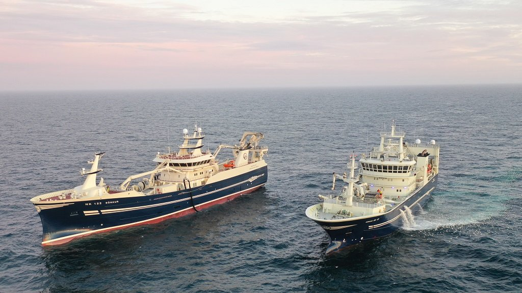 Börkur NK pumping mackerel into Börkur II NK in Smugunn. Two of the Síldarvinnslan fleet which has landed 18,00 tonnes of mackerel so far this season. Photo: Haraldur Egilsson