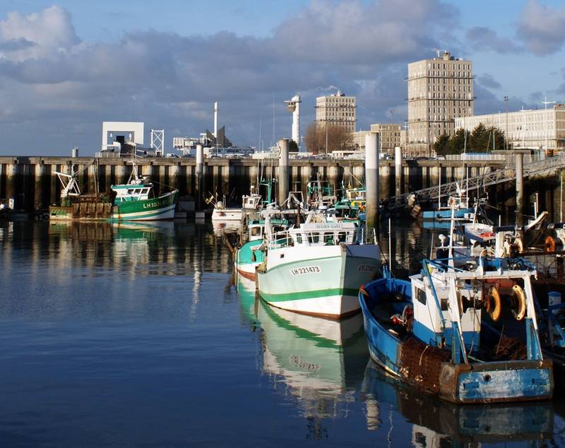 UK and France is on a collision course over the issuing of fishing licences to small boats from the EU to fish in its territorial waters